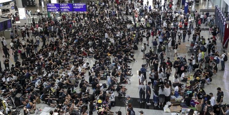 معترضان هنگ کنگی با تجمع در فرودگاه، پروازها را مختل کردند