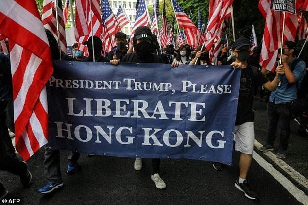 حرکت معترضان هنگ کنگی به سمت سفارت آمریکا، تظاهرات مو سفیدان