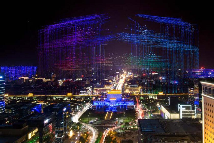 نمایش خیره کننده بیش از 1300 پهباد بر فراز آسمان شهر چین