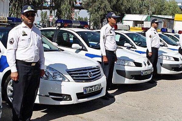 پلیس راهور با خودروهای چراغ چشمک زن برخورد می نماید