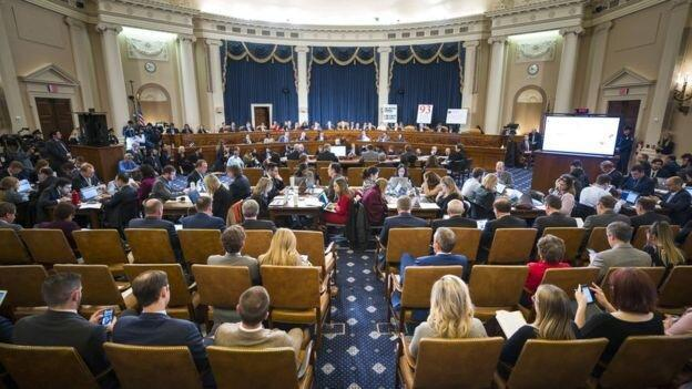 برگزاری اولین جلسه علنی تحقیقات استیضاح ترامپ با مطرح شدن ادعایی تازه
