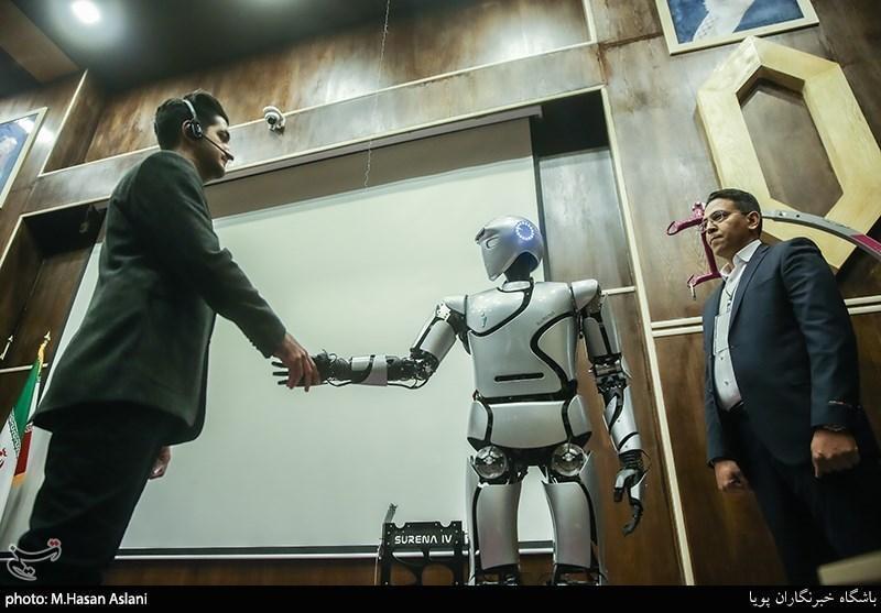 تجاری سازی ربات بومی سورنا مینی در مدارس