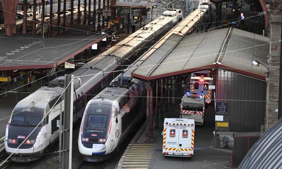 عکس روز ، تخلیه بیماران کرونا با قطار سریع السیر