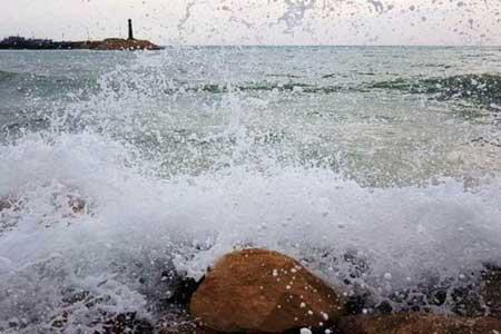 افزایش گرما در شمال کشور ، موج های 2.5 متری در دریای عمان