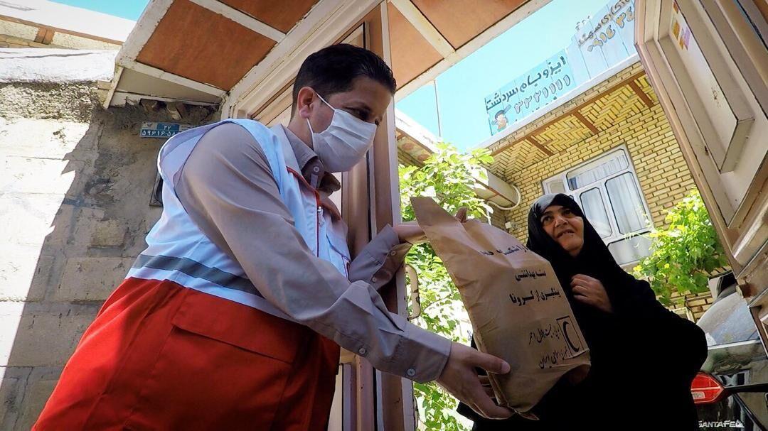 خبرنگاران توزیع اقلام بهداشتی میان 500 خانوار بیماران و جانبازان شیمیایی