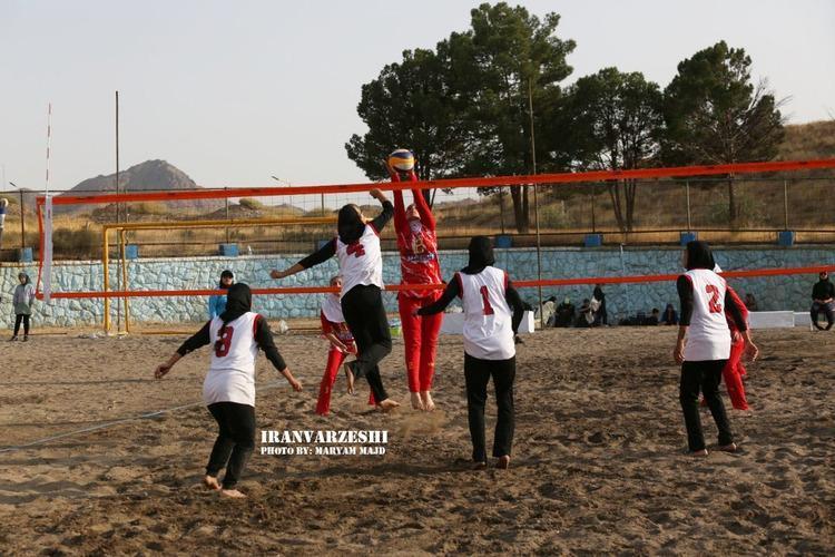 والیبال ماسه ای زنان در تهران