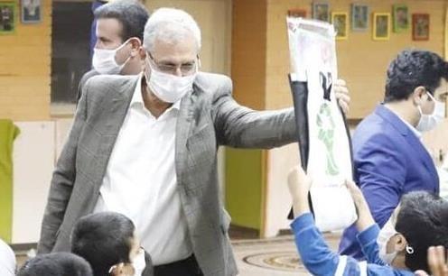 حضور سخنگوی دولت در یکی از مراکز شبانه روزی نگهداری از بچه ها