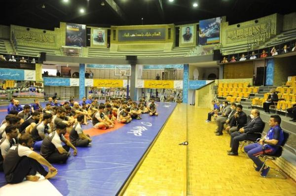 بازدید شبانه وزیر ورزش از اردوی تیم های ملی کشتی