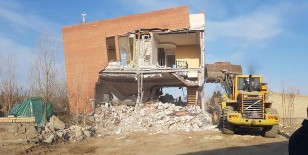 تخریب ویلای غیر مجاز یکی از مسئولین دولتی در بلوار شاهنامه