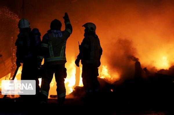 خبرنگاران حریق گسترده خودرو و واحد آپارتمانی در گناباد مهار شد